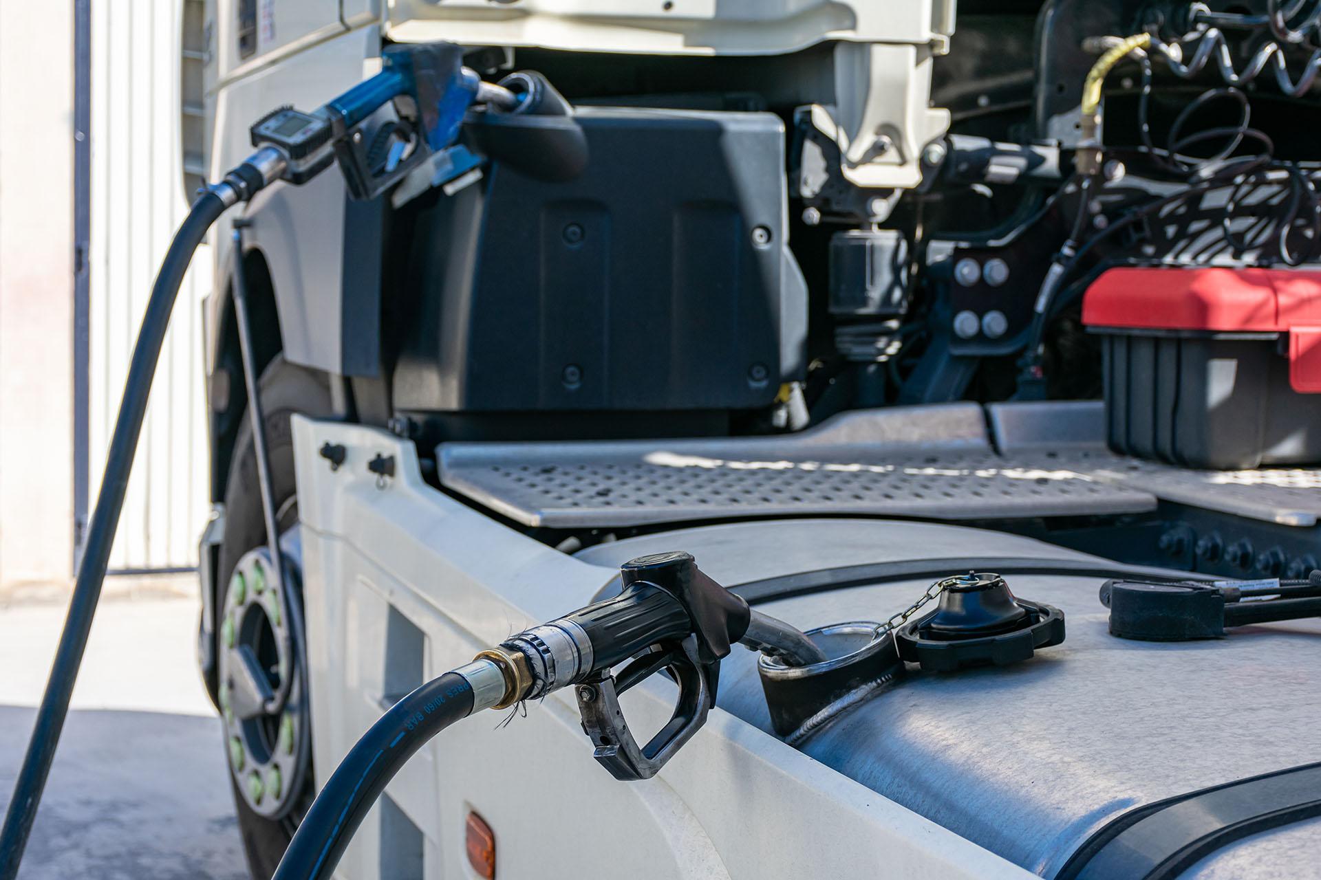 Repostando adblue y gasoil en el camion